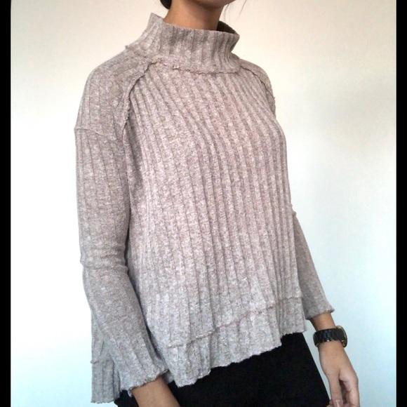 Free People Sweaters - LIKE NEW Free People taupe frayed edge turtleneck